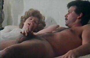 Brunett i en privat mottagning av sexfilm porr en ben-setter