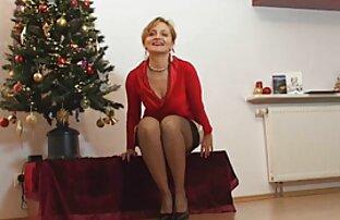 Två mogna stora bröst, göra varandra nöjda med en kuk, gratis sexfilm massage