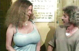 Hon hittade sin systerdotter med ett robin hood sexfilm finger och bestämde sig för att gå med