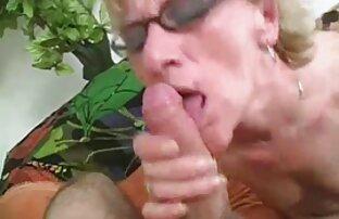 Mor kinky sexfilm och dotter roa sig med ungdomsunderhållning