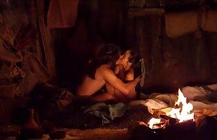 Den unga pojken hora kallade gammal sexfilm sitt hus